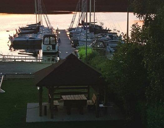 Port przystań cumowanie łodzi Jeziorak