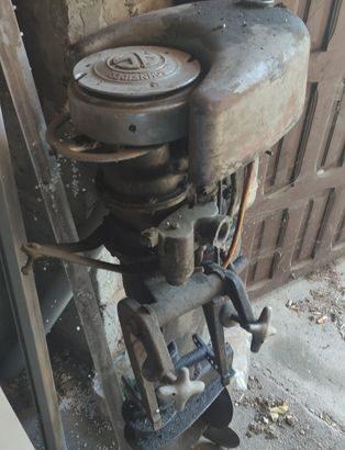 Silnik do motorówki Schneider zabytkowy.